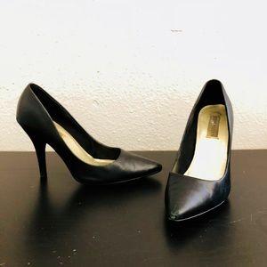 Steve Madden black pointed toe heels/pumps 7.5